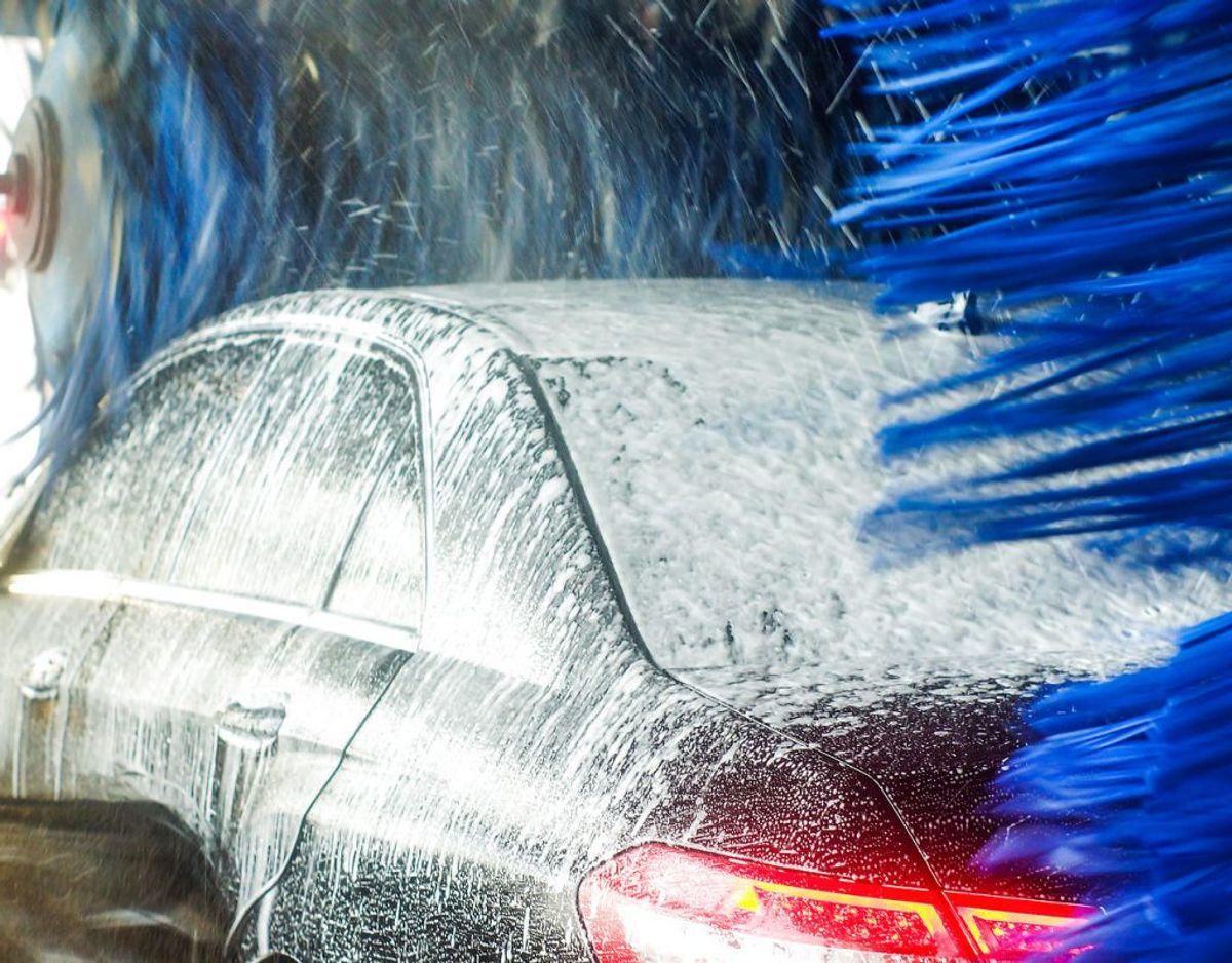 Sidst men ikke mindst, så nedsættes bilens vindmodstand, hvis den er ren, så alene af den grund bør du vaske bilen regelmæssigt.