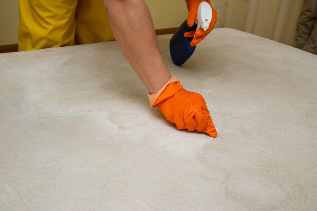 Din madras er måske ikke den, som du oftest får gjort rent – men det burde du. Hvis din madras er over ti år gammel, så kan din madras indeholde 4,5 kilo døde hudceller. Foto: Colourbox