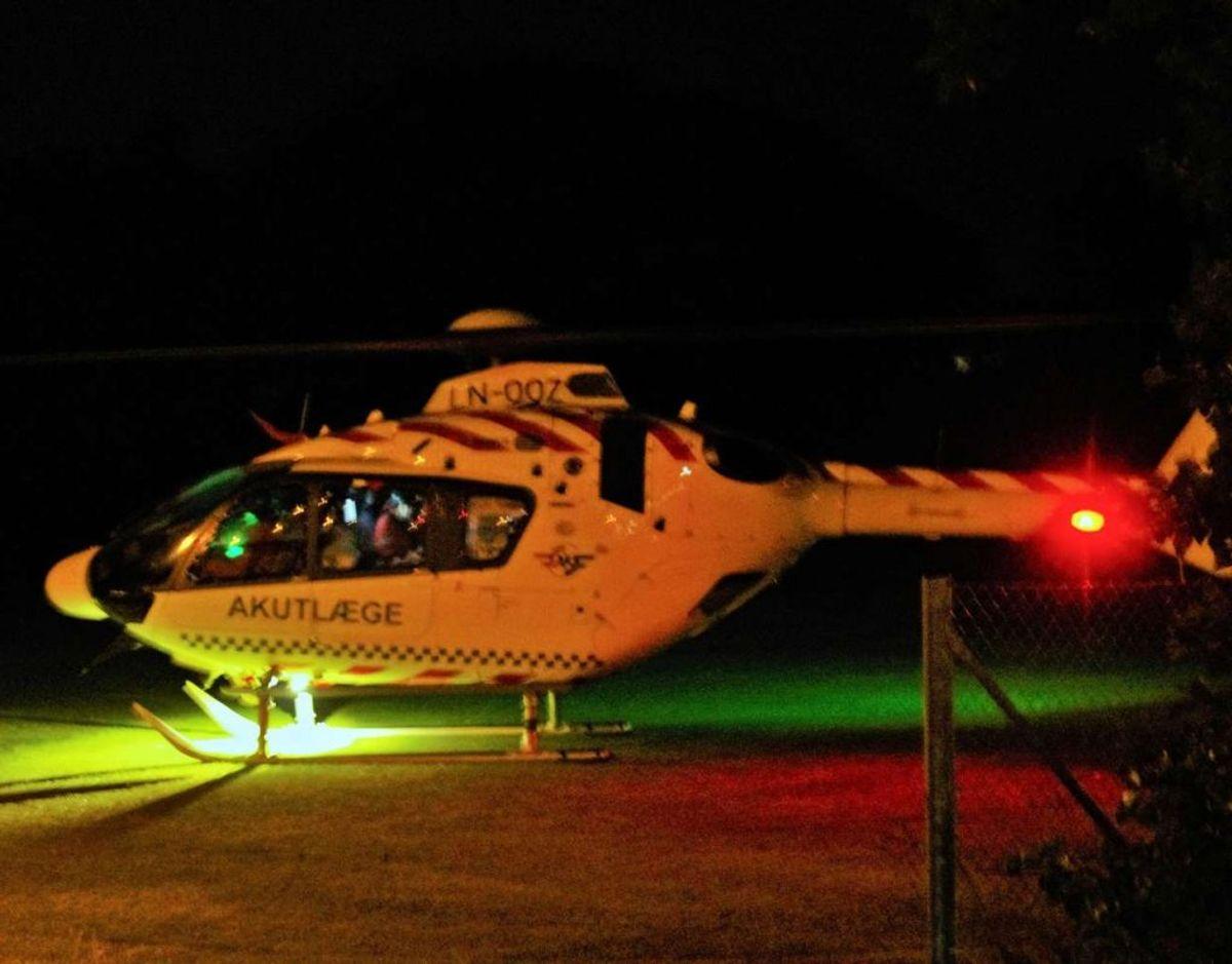 En af mændene blev fløjet på sygehuset med hovedtraumer. Foto: Øxenholt Foto