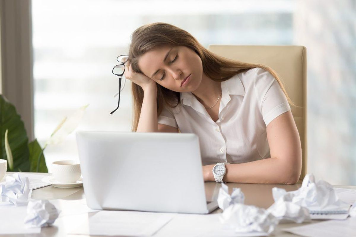 HOLD DIG FRA OVERARBEJDE: Hvis du sidder på kontor: Lad være med at tage ekstremt lange dage den første uge, hvor du forsøger at indhente alt det forsømte – du risikerer bare at brænde ferie-effekten af lige med det samme. Gør det i stedet nemt for dig selv og acceptér at det tager tid at komme op i omdrejninger igen. Foto: Scanpix