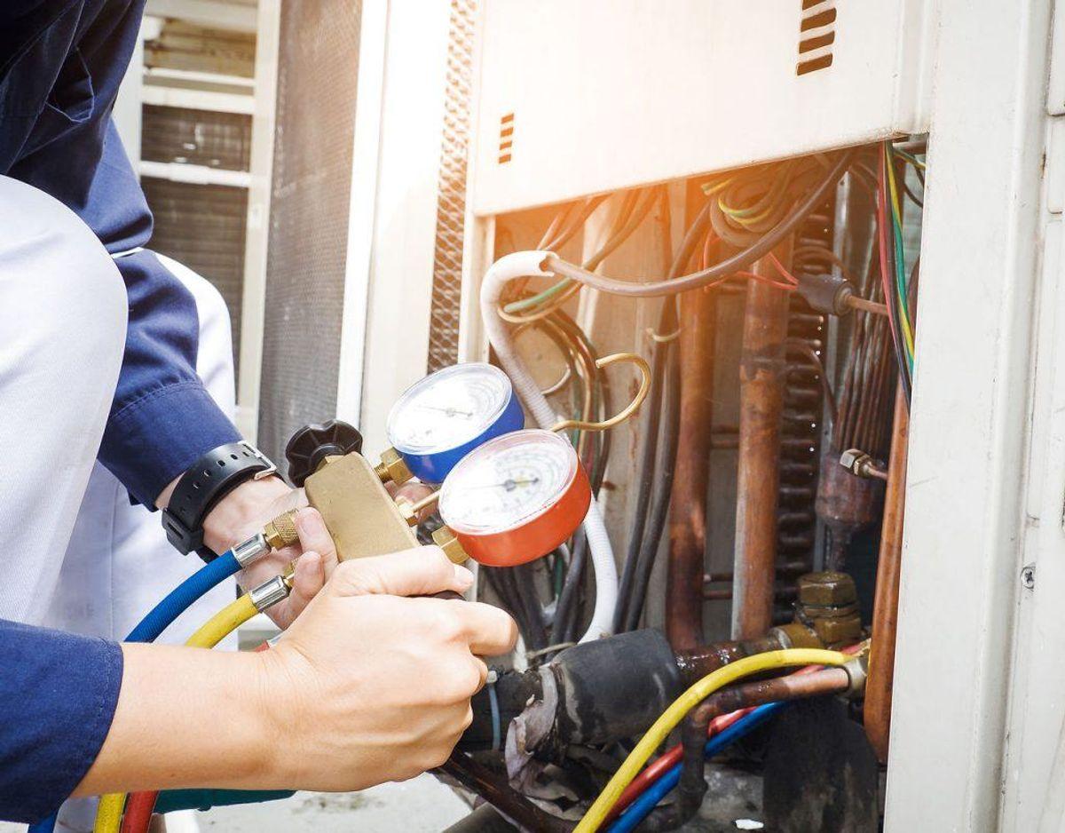 Hvis du har et fyr eller aircondition, så kan du lige så godt få det tjekket og renset inden indflytning. Foto: Scanpix