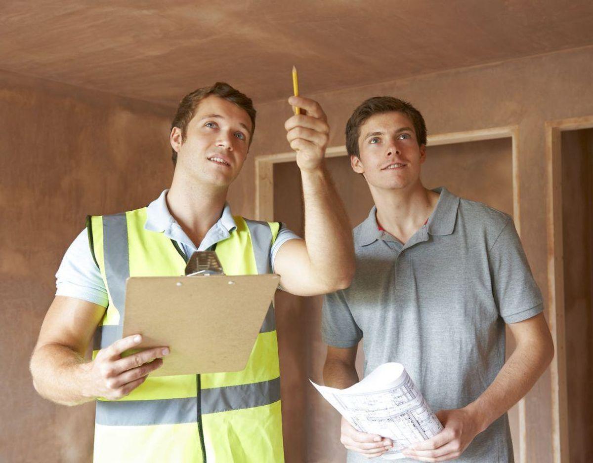 Du skal bede om en tilstandsrapport – eventuelt medbring en byggesagkyndig, hvis du planlægger renovation. Foto: Scanpix