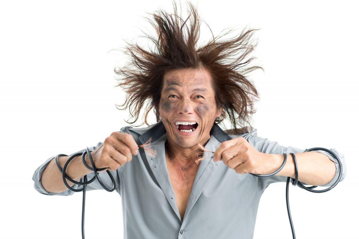Når man sætter strøm til plæne- og hækkeklippere, medfølger der også en risiko, hvis man ikke bruger dem korrekt. KLIK VIDERE OG SE SIKKERHEDSSTYRELSENS RÅD TIL, HVORDAN DU UNDGÅR AT FÅ STØD… Foto: Scanpix (Modelfoto)