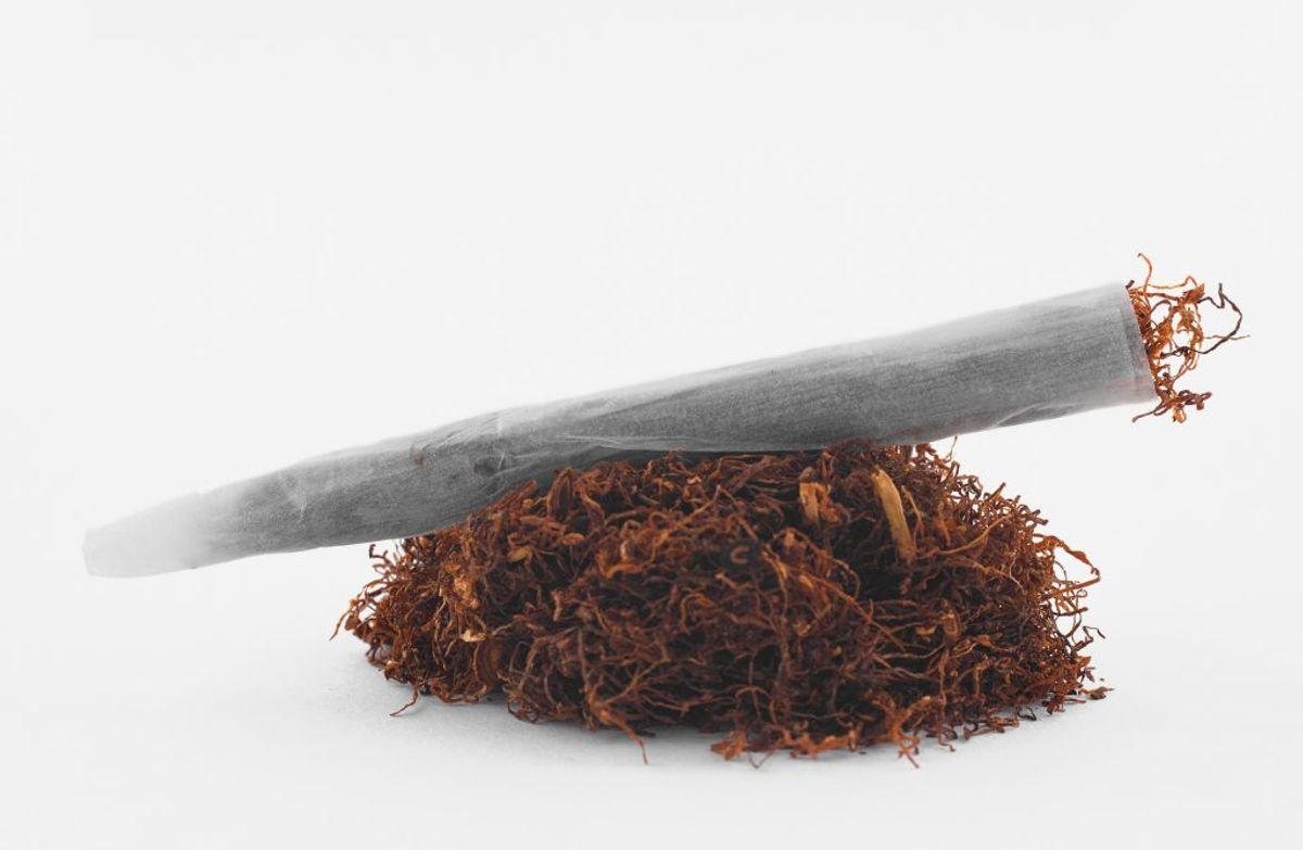 Ruller du selv, kan du tage et kilo tobak med over grænsen og til Danmark. Foto: Colourbox.