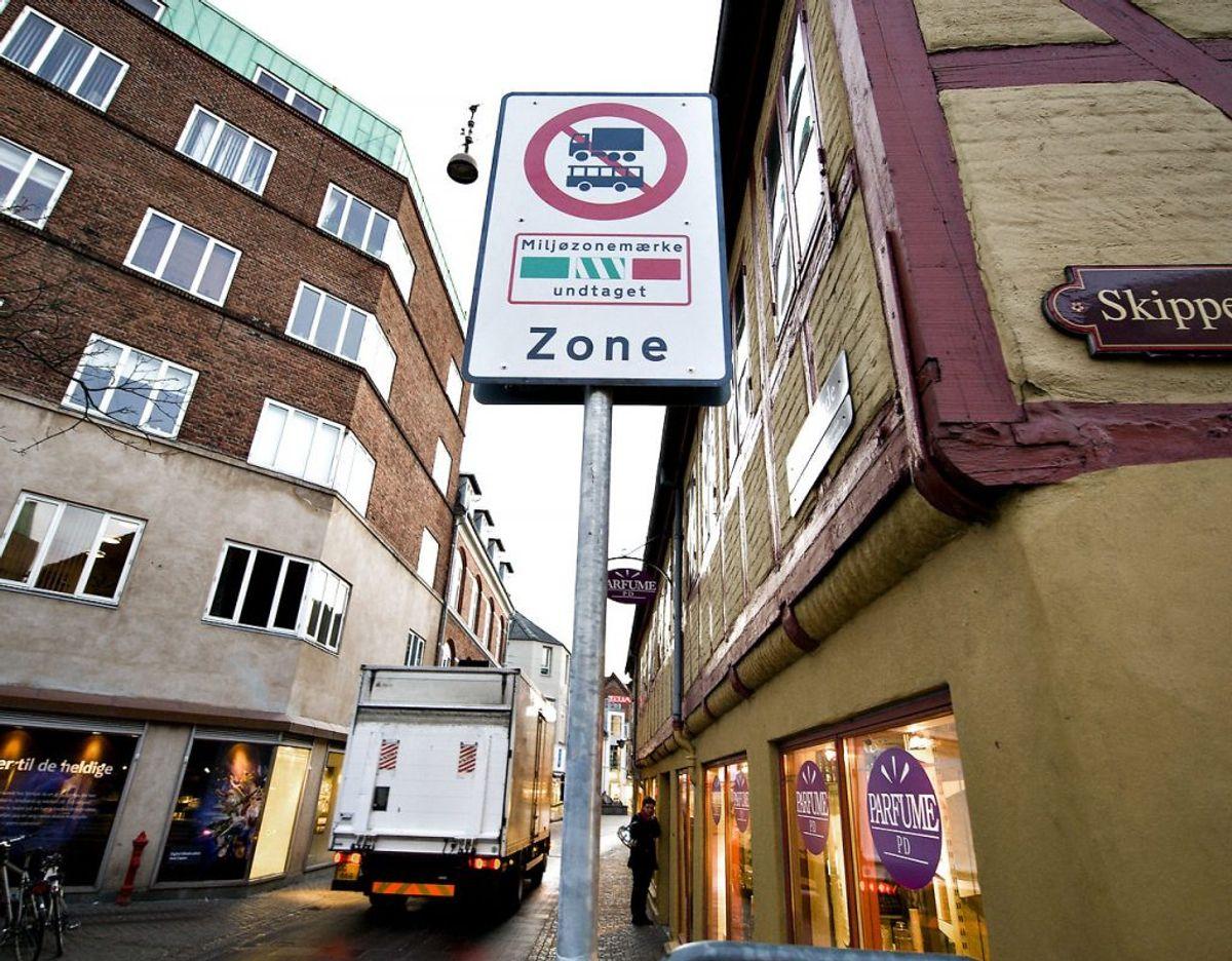 Skærpede regler om miljøzoner i landets største byer betyder, at en lang række varebiler, busser og lastbiler ikke længere må færdes her. Foto: Scanpix