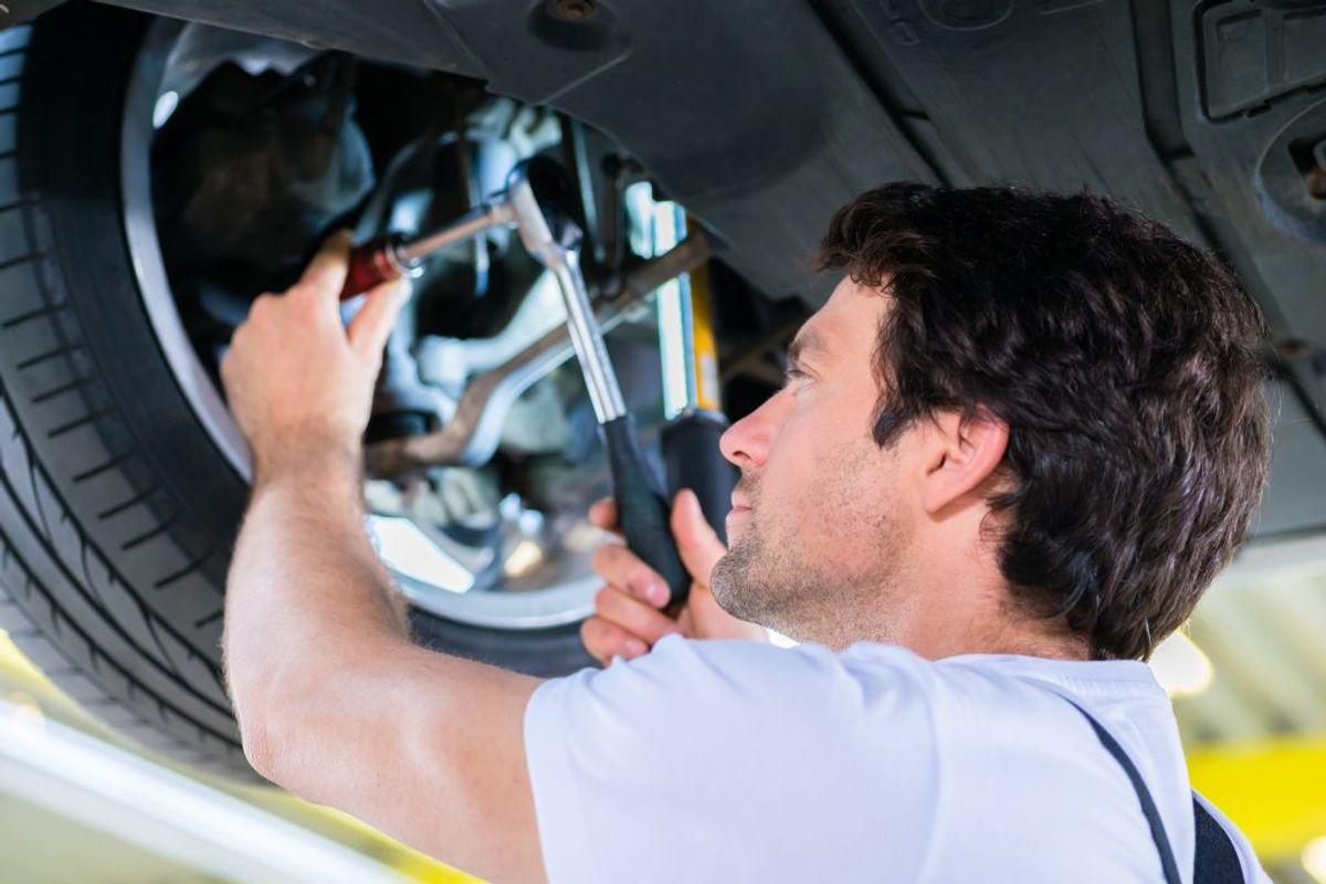 Store forsikringsselskaber presser de mindre værksteder, mener autobranchen. Arkivfoto: Colourbox.