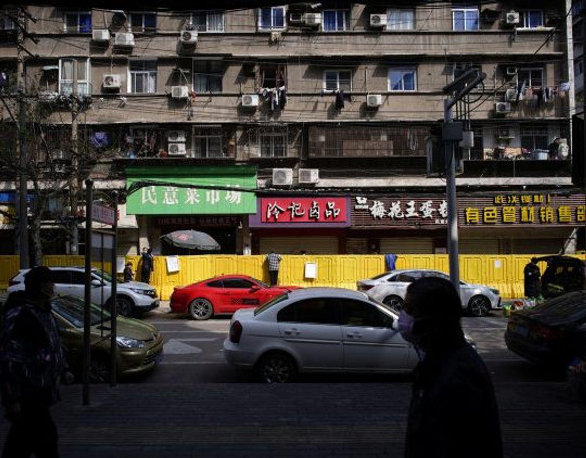 Virusset, der forårsager Covid-19, menes at stamme fra flagermus. FN advarer om, at der vil dukke stadig flere af den slags sygdomme op på grund af rovdrift på naturen og udnyttelse af vilde dyr. Arkivfoto er fra den kinesiske millionby Wuhan, hvor det nye coronavirus først blev opdaget. Foto: Aly Song/Reuters