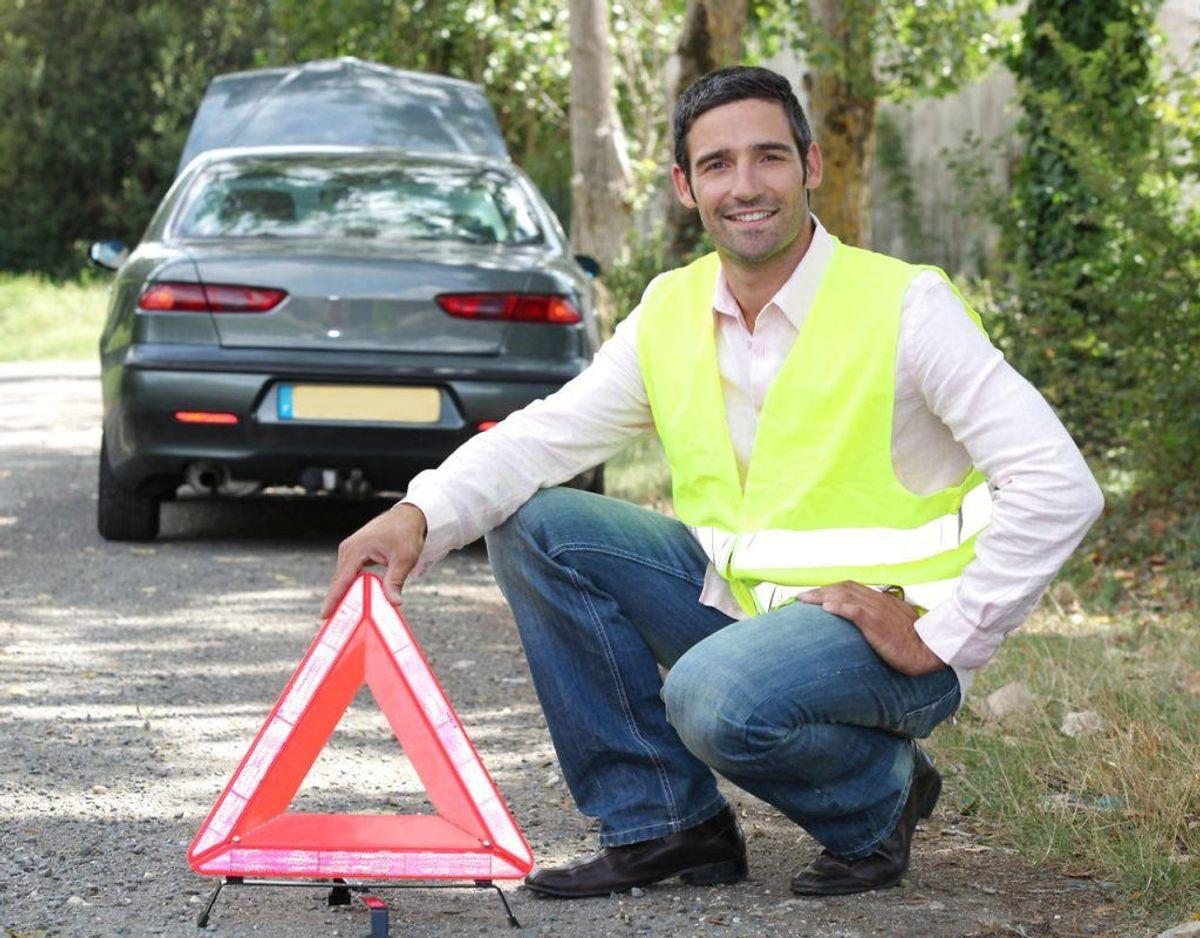 Husk at opbevare advarselstrekant og gule veste til alle bilens passagerer. Det er et lovkrav i de fleste lande. Foto: Scanpix