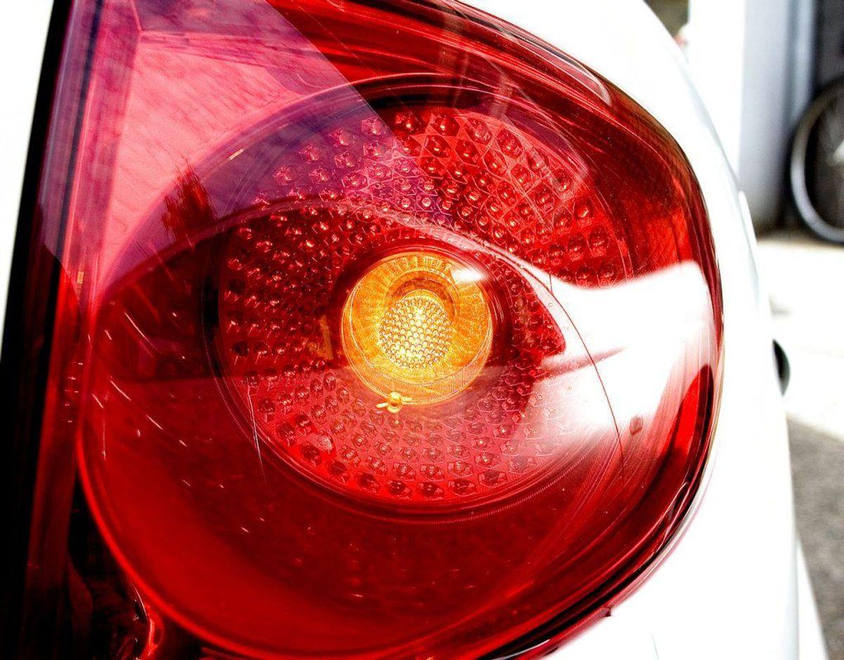 Få tjekket alle bilens lygter, så du er sikker på, at alle fungerer optimalt. Foto: Scanpix