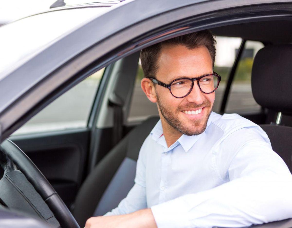 En mandeforsker giver et bud på, hvorfor det næsten altid er manden, der kører på kør selv-ferier. Foto: Applus Bilsyn