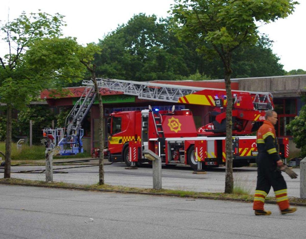 Det brændte to steder på skolen, fortæller indsatslederen. Foto: Øxenholt Foto