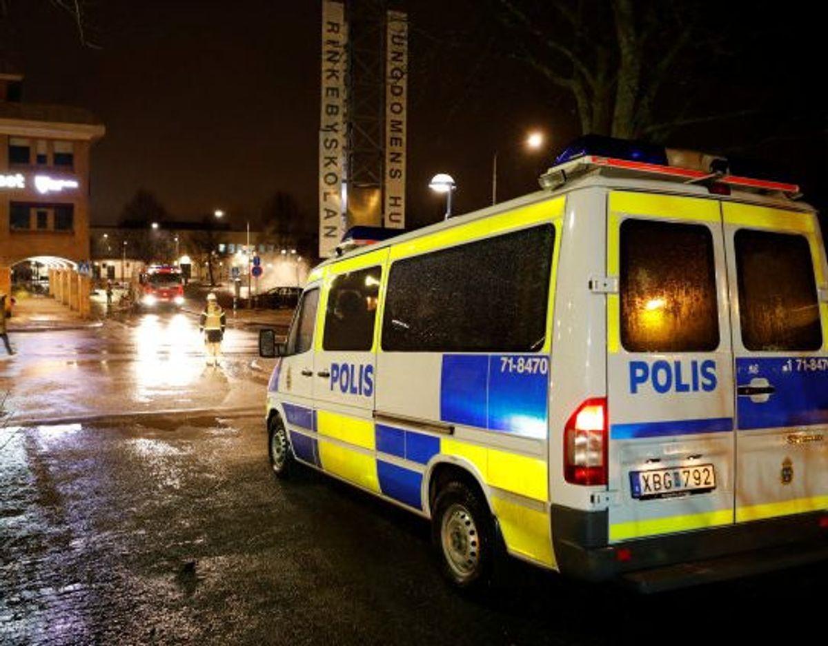 En yngre mand er onsdag aften blevet dræbt af knivstik i Stockholm, mens to andre er indlagt med skader. Politiet har anholdt den formodede gerningsmand. (Arkivfoto). Foto: Tt News Agency/Reuters