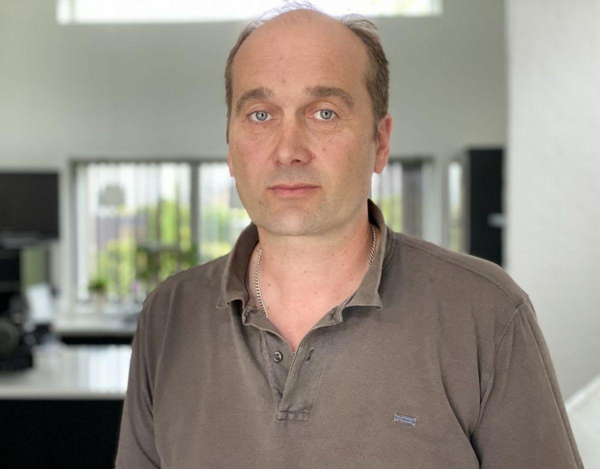 Jan Kjær Jensen måtte ofte forlade Afdeling 4 grædende og med dårlig samvittighed over den tilværelse, han efterlod sin far i, når han gik. Foto: TV2 Østjylland.