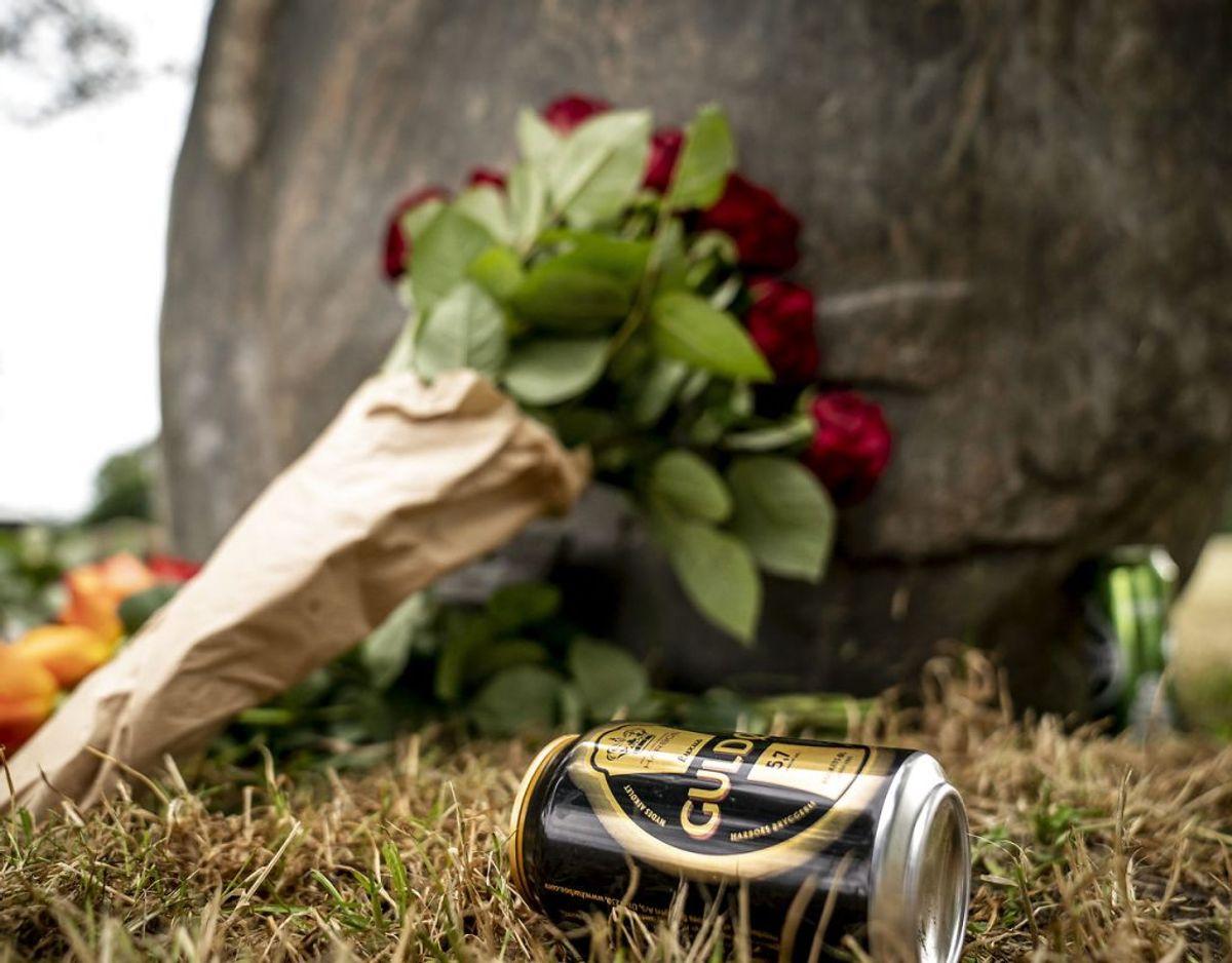 Der er lagt blomster til minde om de ni omkomne under Roskilde Festivalen i 2000 ved Mindelunden på Dyreskuepladsen i Roskilde, tirsdag den 30. juni 2020.. (Foto: Mads Claus Rasmussen/Ritzau Scanpix)