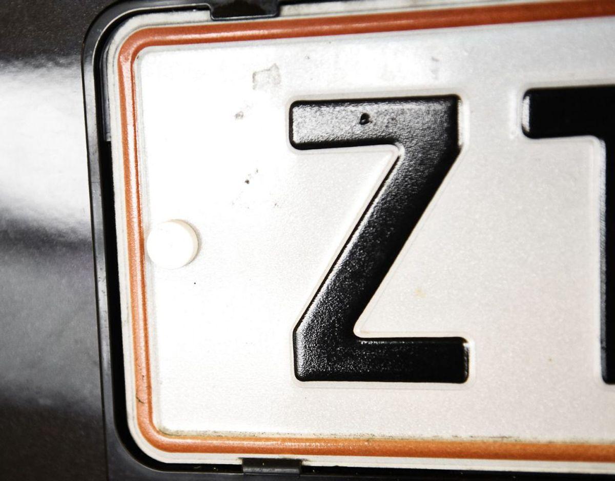 Alle numre med færre end fem cifre – altså to bogstaver og tre eller fire cifre – er afsat til knallerter, traktorer og påhængsvogne – samt til faste prøveskilte til biler og motorcykler. Arkivfoto: Scanpix