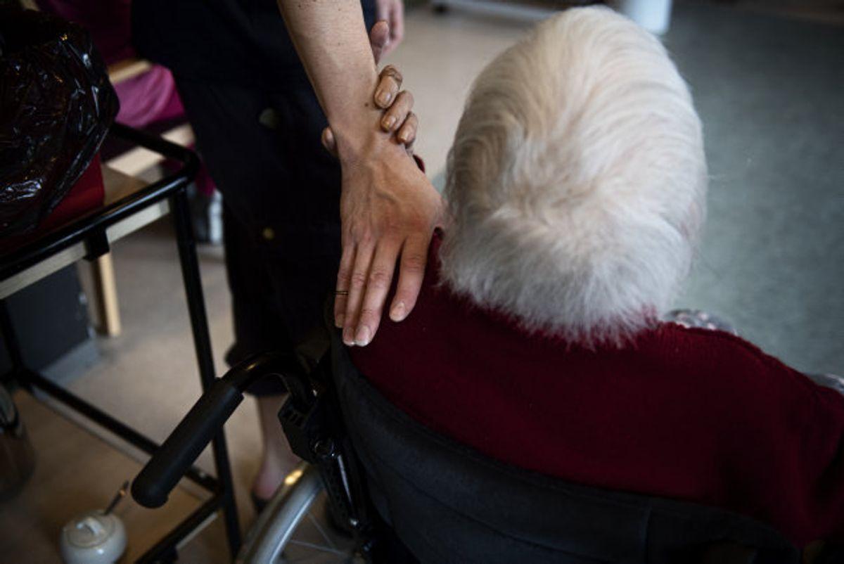 Nu bliver der åbnet yderligere for besøg på plejehjem og sygehuse. Der har siden marts været pålagt skrappe restriktioner på besøg. (Arkivfoto) Foto: Ida Guldbæk Arentsen/Scanpix