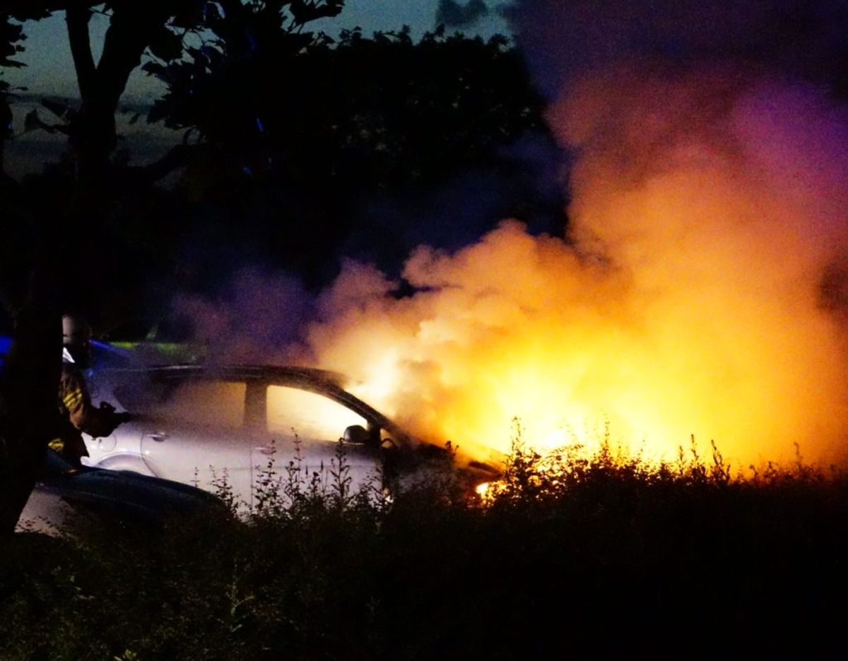 De indledende undersøgelser tyder på, at bilbranden er påsat, oplyser politiet. Foto: Presse-fotos.dk