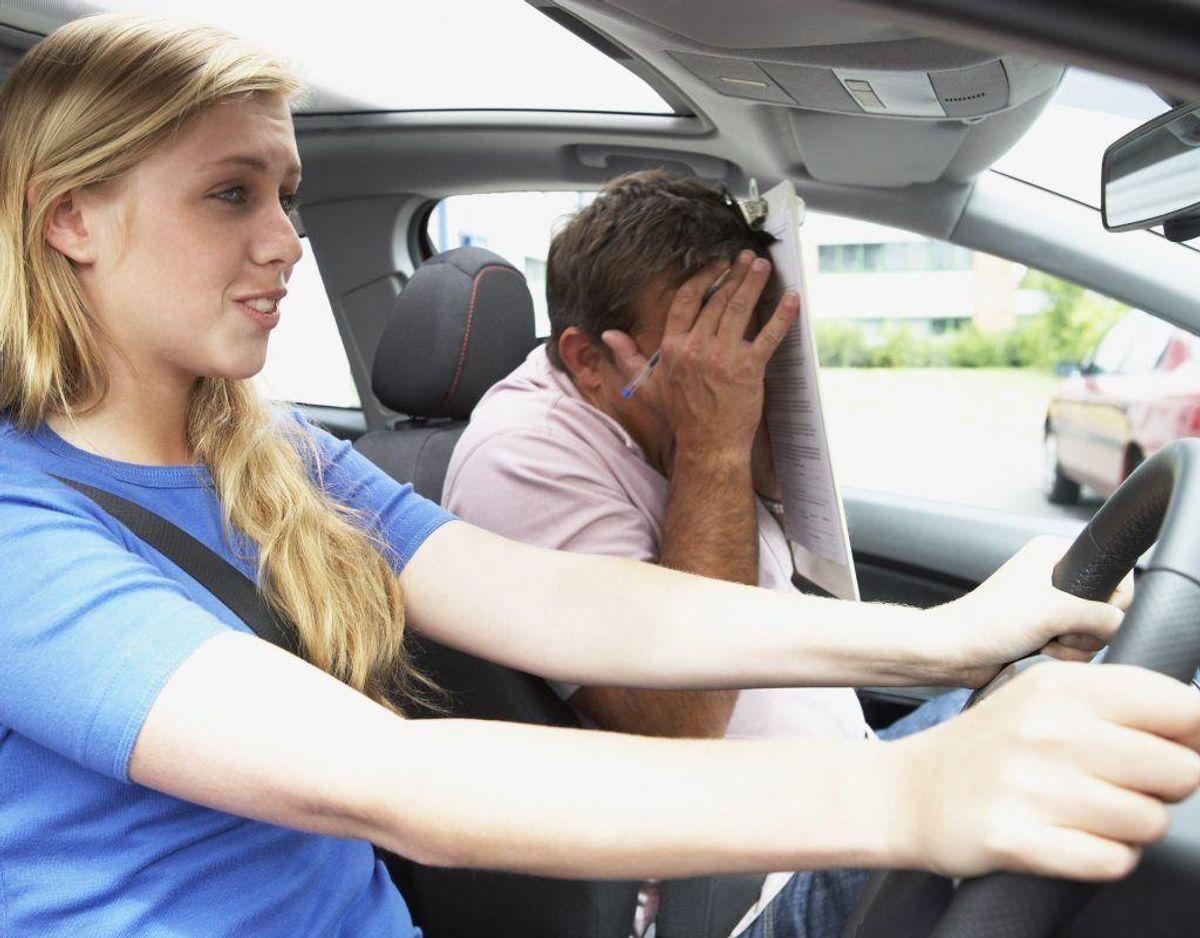 Hvis du kører gorft uforsvarligt eller hasarderet eller hensynsløst, kan dit kørekort blive frakendt ubetinget. Foto: Colourbox.