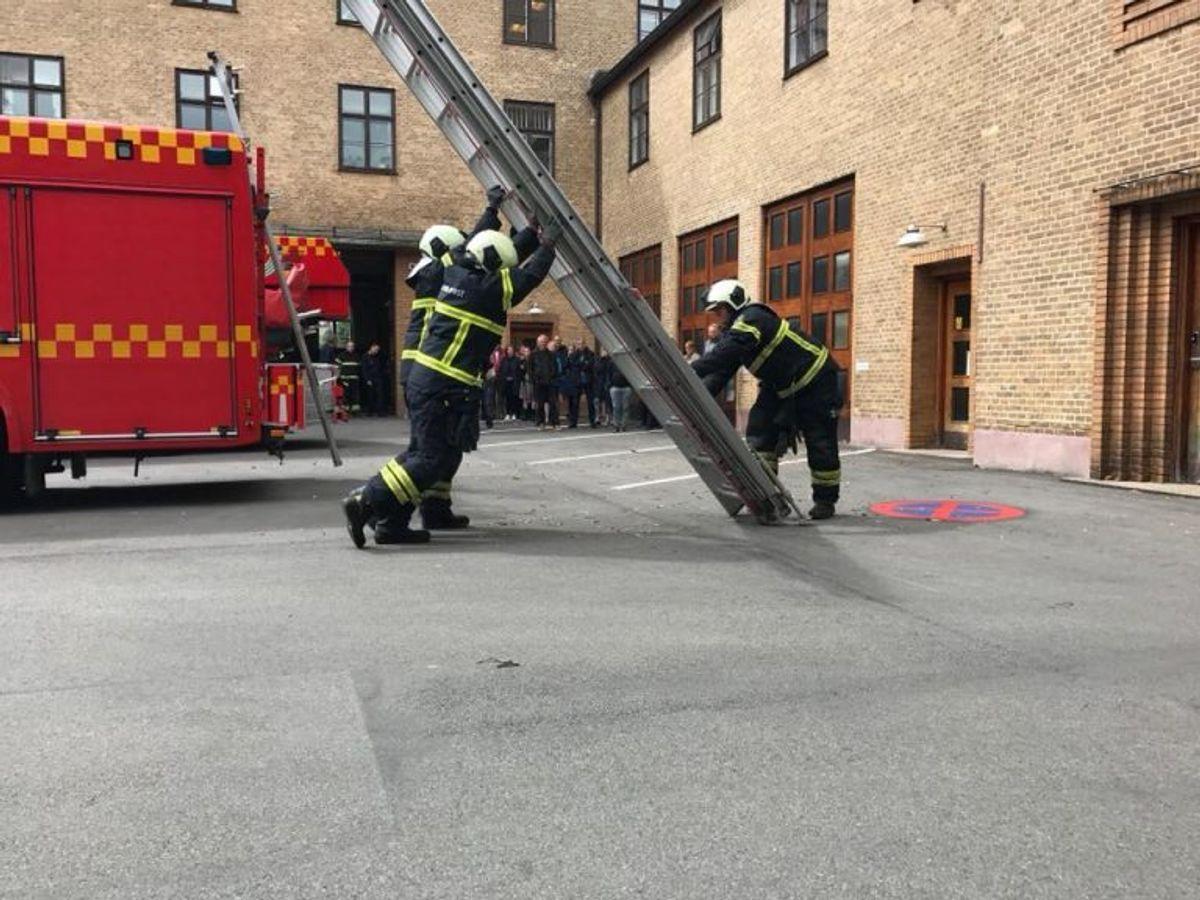 12 m håndstige rejst ved øvelse – 3 mandsbetjent. Foto: Beredskab Øst.