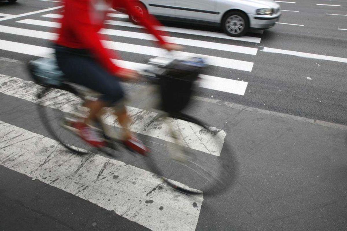 Tag cyklen i stedet for bilen. Hvis du har langt på arbejde, kan du eventuelt forsøge at arrangere samkørsel med en eller flere kolleger. Kilde: Good Housekeeping. Arkivfoto.