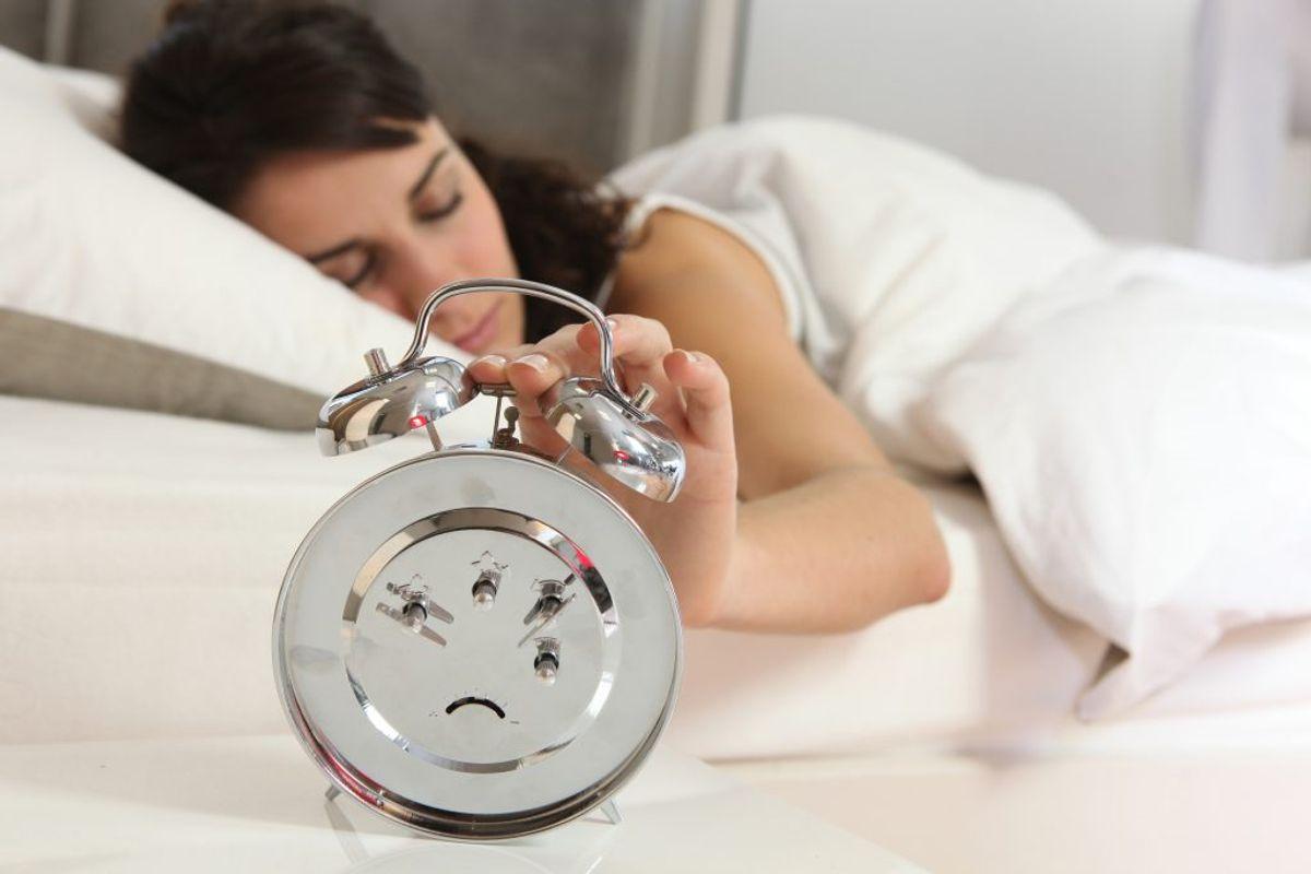 Igen – du rører formentlig mange gange ved dit vækkeur, så sørg for at tørre det over jævnligt. Kilde: The Healthy. Arkivfoto.
