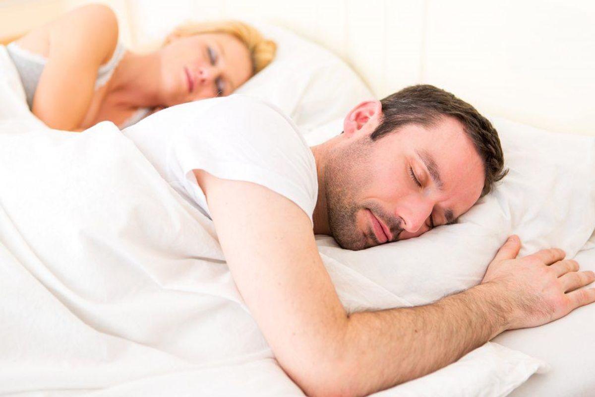 Gå ikke i seng for at sove forlods, hvis du ikke er træt. Vent med at gå i seng, til du er søvnig. Ellers opøver du en dårlig refleks, hvor du ligger vågen i sengen.
