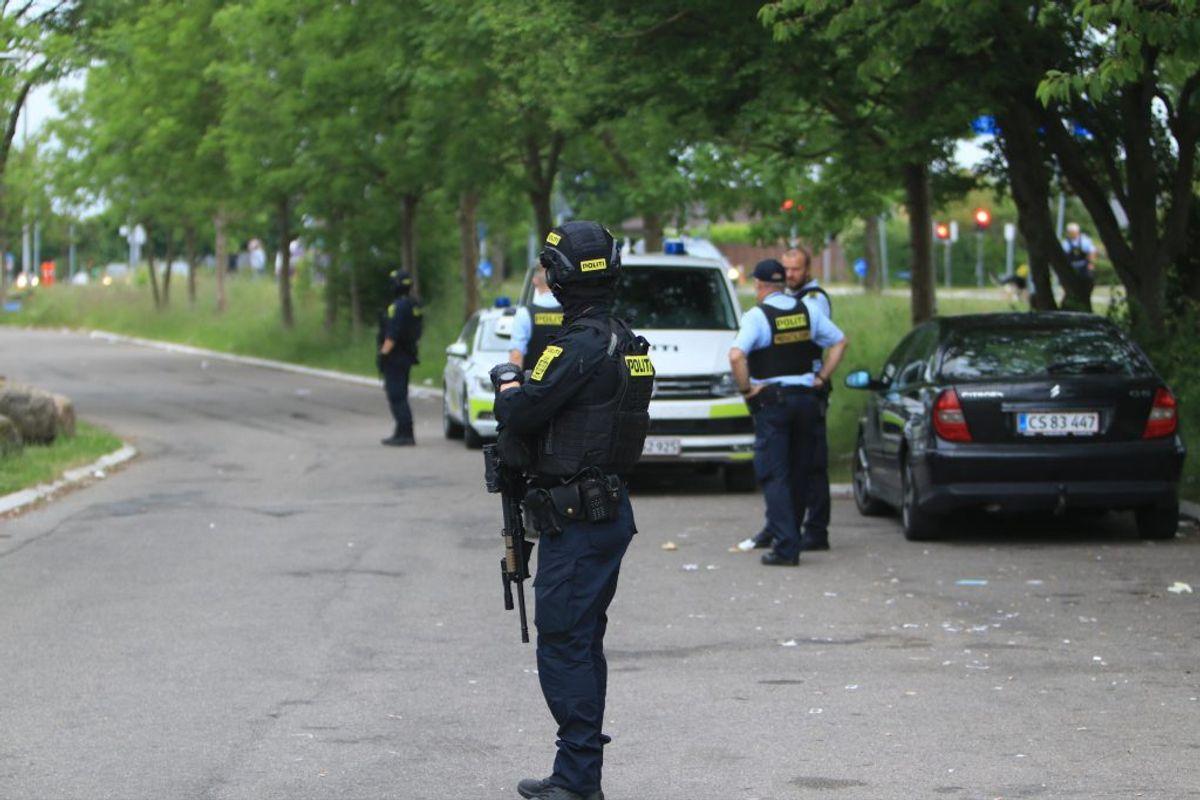 Politiet rykkede talstærkt ud til Askerødbebyggelsen onsdag aften. Foto: Presse-fotos.dk