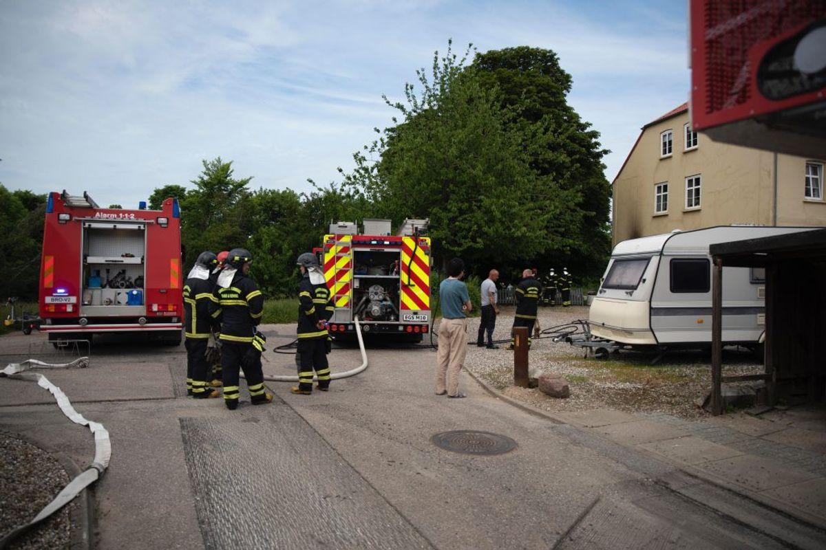 Branden blev anmeldt klokken 15.26 onsdag. Den blev hurtigt slukket. KLIK for flere billeder. Foto: Presse-fotos.dk