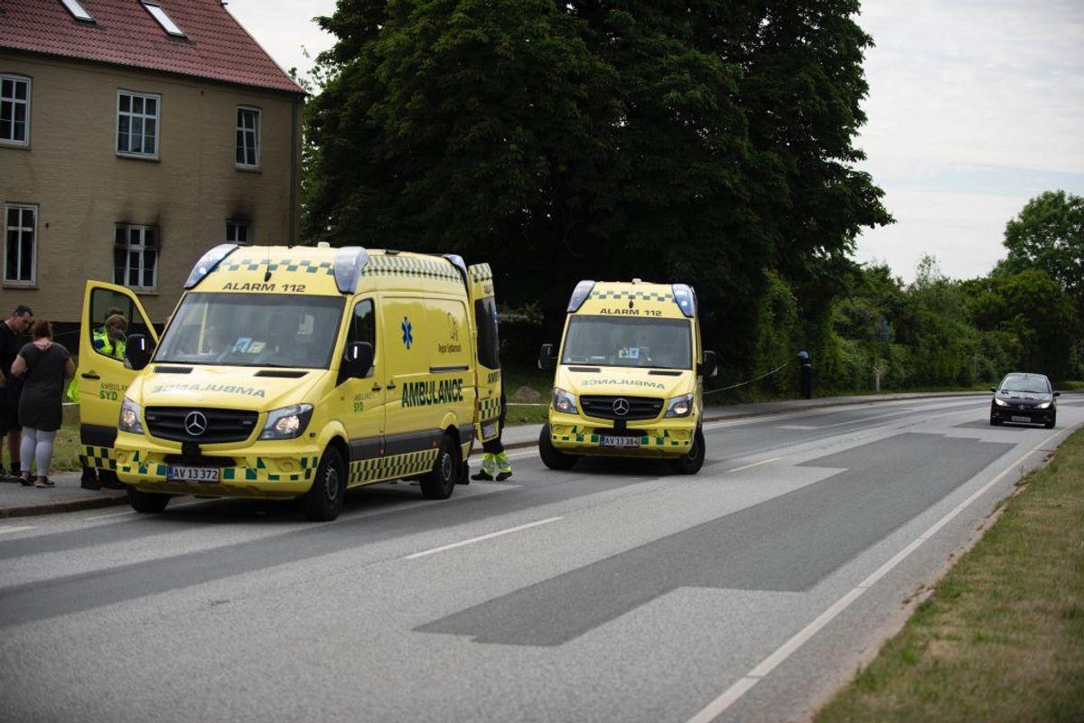 To personer blev behandlet for røgforgiftning på stedet. Foto: Presse-fotos.dk