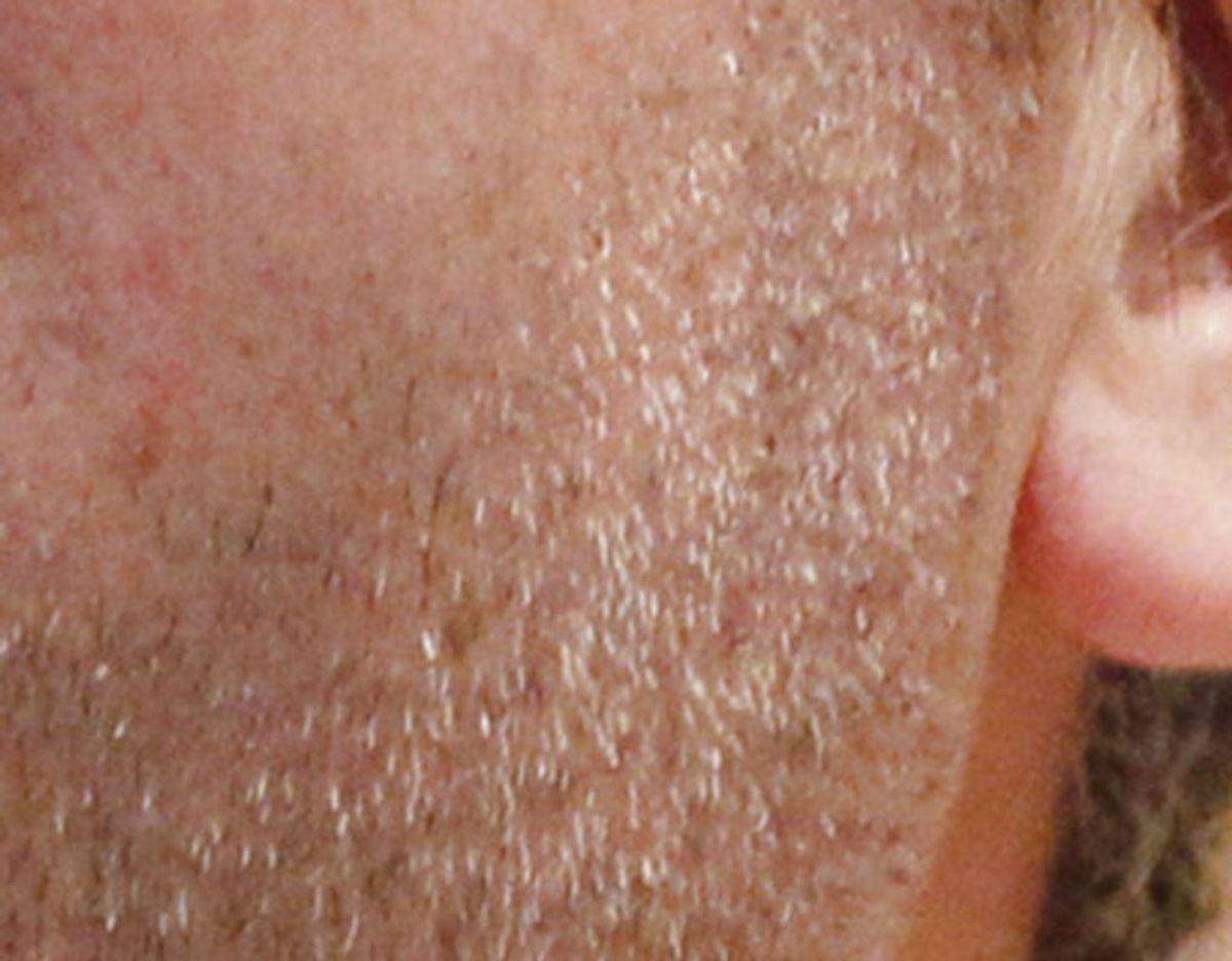 Politiet advarer – og efterlyser – en tricktyv, der har været på spil flere steder på kort tid. Han har blandt andet grå skægstubbe. Genrefoto: Scanpix