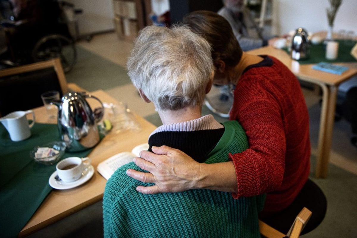 MÅ ÅBNE FRA 27. MAJ: Partierne er enige om at afvikle eller tilrettelægge retningslinjer for besøgs- og aktivitetsrestriktioner på eksempelvis plejehjem, hospice og bosteder. (Foto: Ida Guldbæk Arentsen/Ritzau Scanpix)