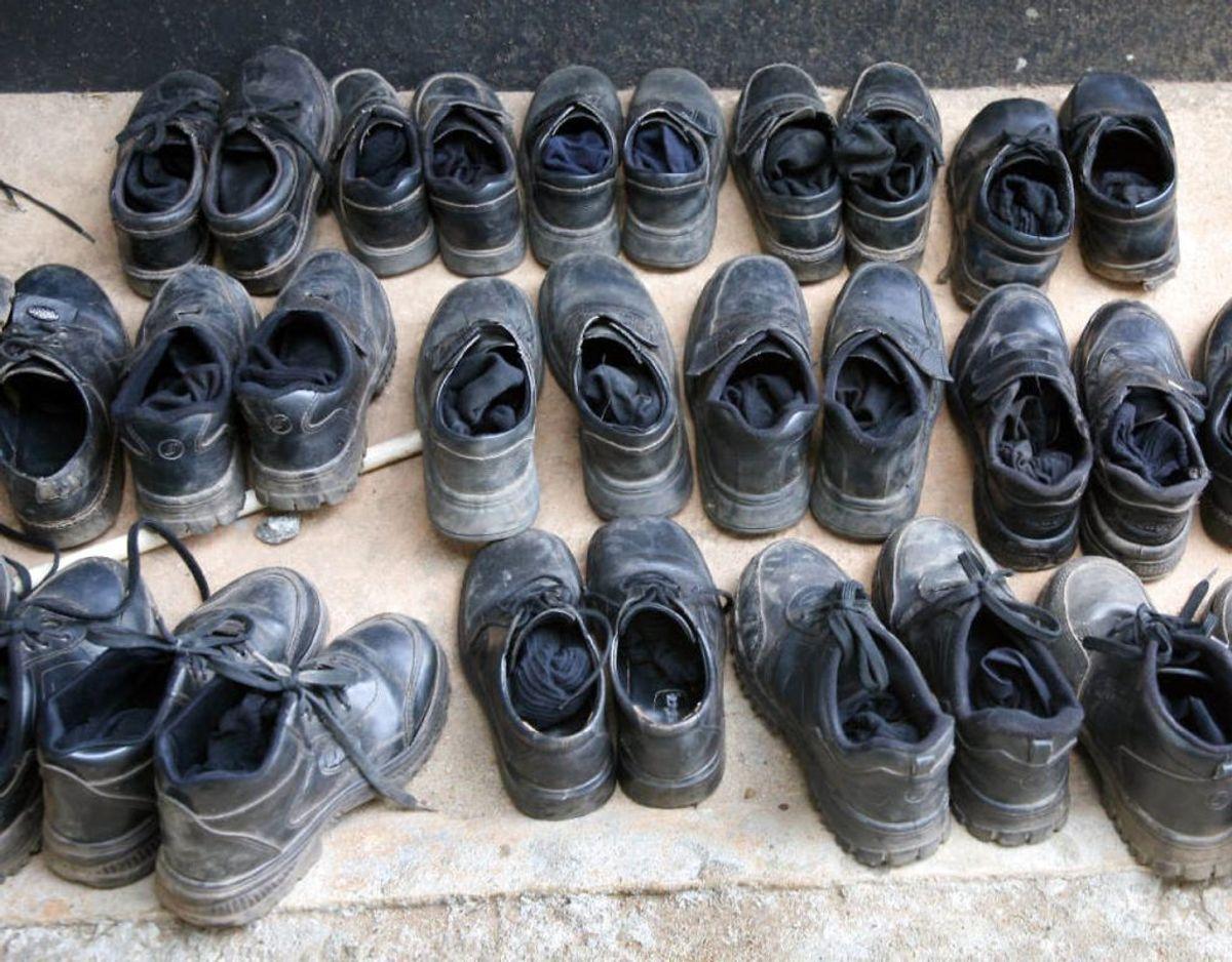 Fyld et par sokker med bagepulver. Lad dem ligge i dine ildelugtende sko natten over. Foto: Ritzau Scanpix/ Arkiv