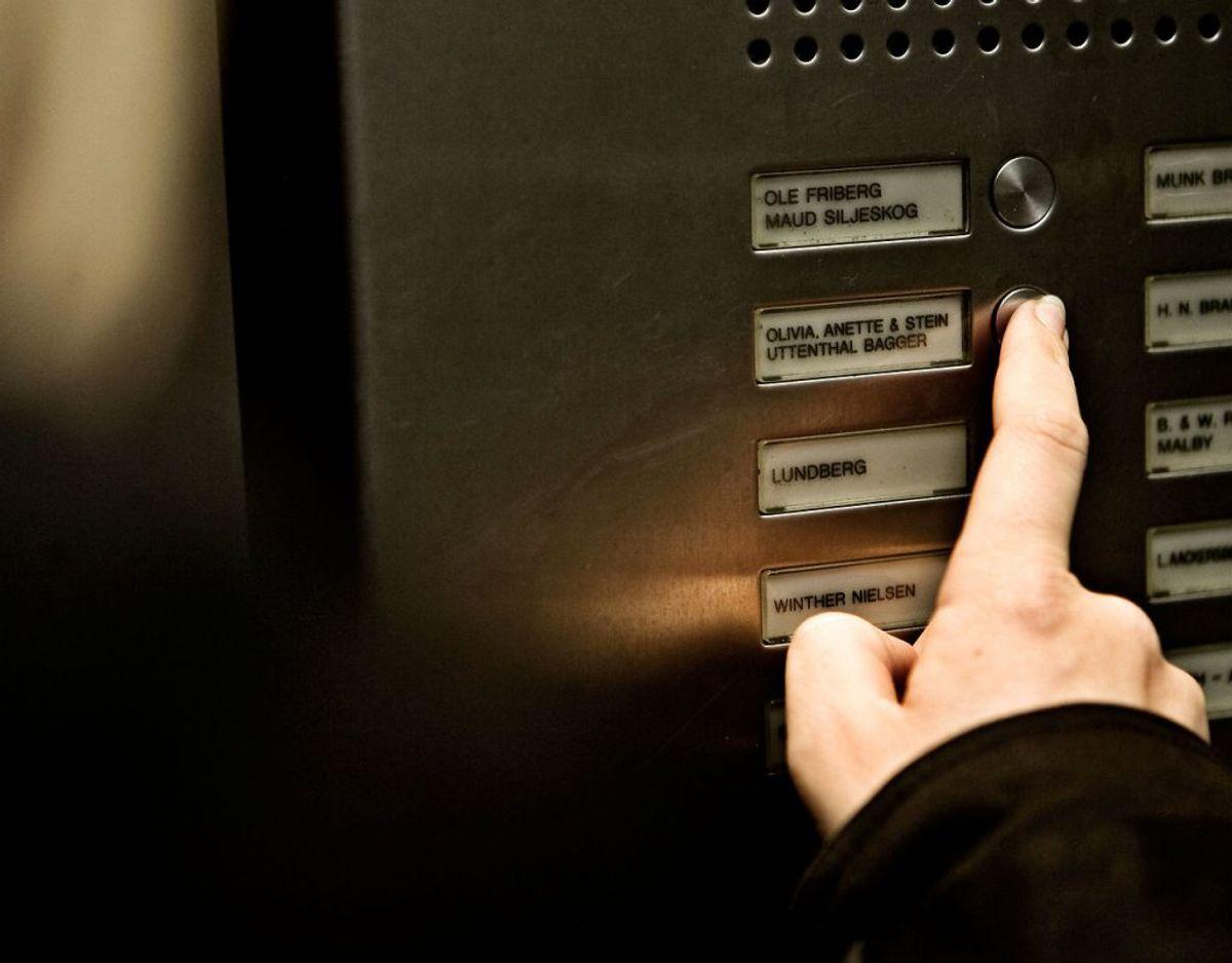 Hvis ikke du betaler dine gæld på trods af brevet, må inkassovirksomheden besøge dig personligt. Hvis ikke du er hjemme, må inkassobesøget gerne foregå en anden dag, uden at du bliver varslet om det. Foto: Scanpix/ Arkiv