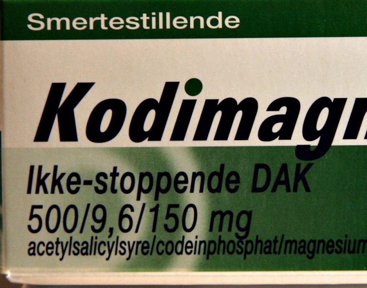 Acetylsalicylsyre er ligesom ibuprofen et NSAID og det virker i store træk ligesom ibuprofen. Det findes i knedte præparater som Kodimagnyl og Treo. Flere af dissse typer medicin indeholder også andre aktive stoffer som koffein og kodein. Man bør ifølge Sundhedsstyrelsen hellere vælge medicin med ibuprofen end midler med acetylsalicylsyre, fordi det har samme effekt, men acetylsalicylsyre giver oftere ubehagelige bivirkninger i form af mavegener. Foto: Scanpix