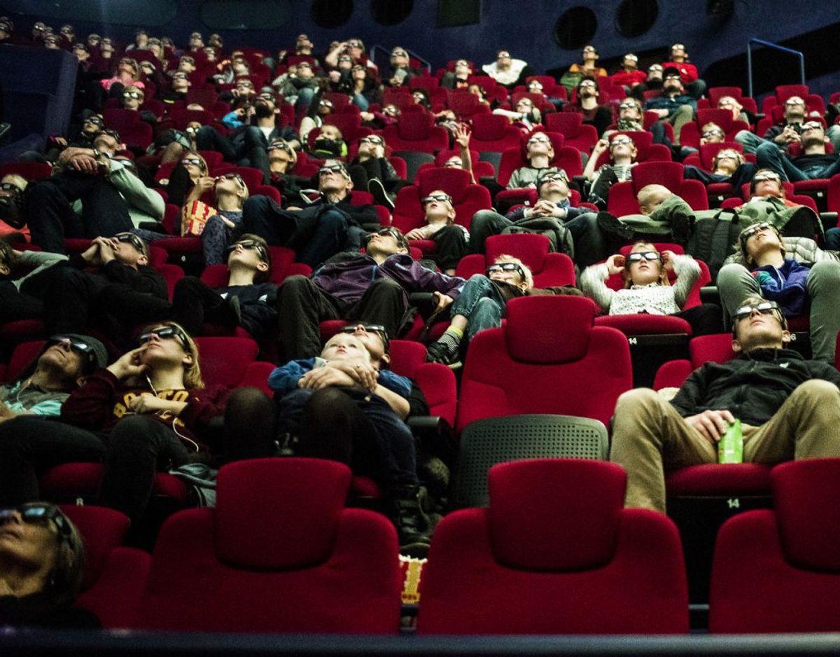 Der må maksimalt være 500 personer i hver enkelt sal eller det enkelte udendørs arrangement. Kulturarrangementer med siddende publikum er altså undtaget forsamlingsforbuddet på mere end ti personer. Foto: Scanpix