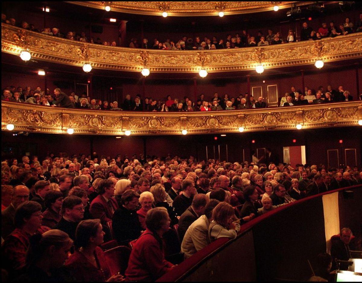 Der må maksimalt være et publikum per to kvadratmeter gulvareal. Arealet måles væg til væg i salen. Foto:S canpix