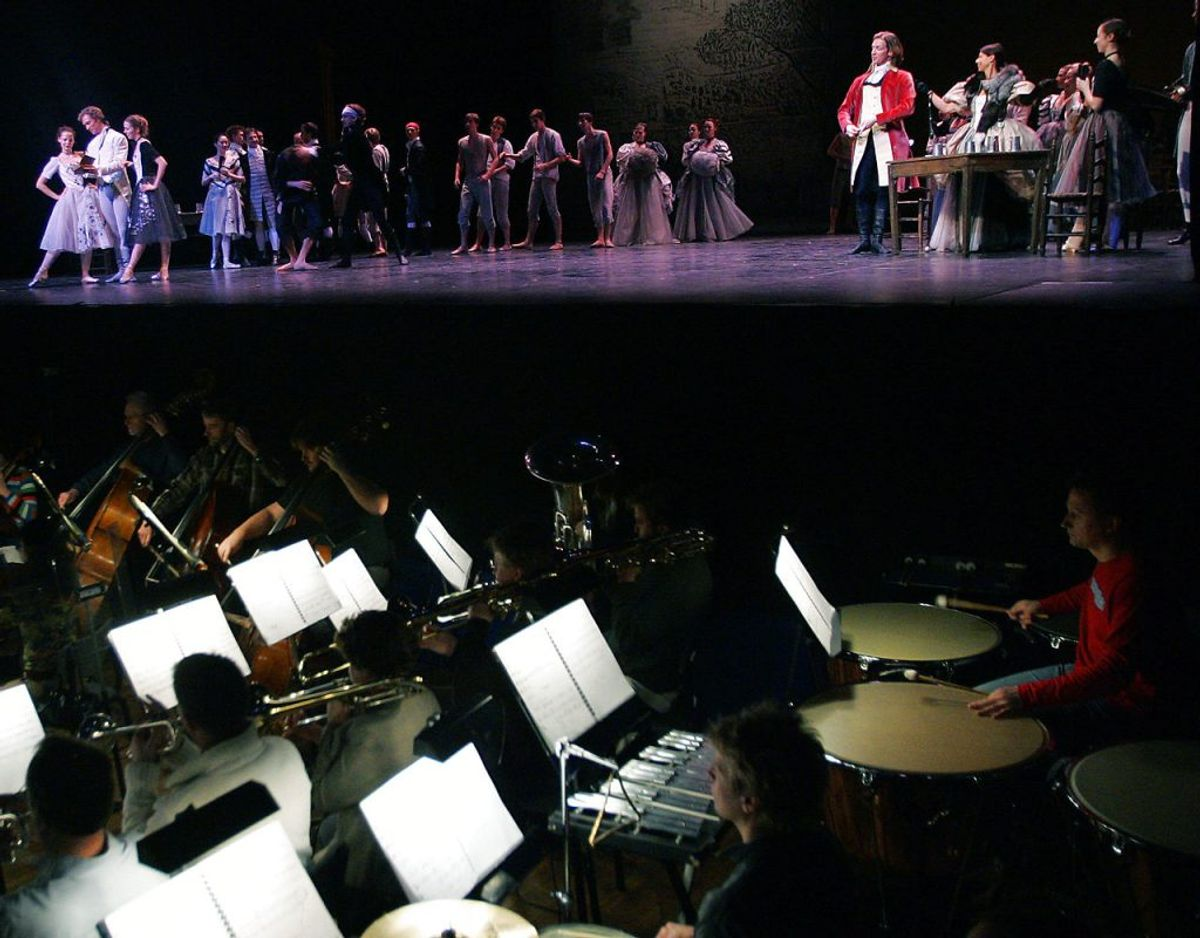 Der skal minimum være to meter til nærmeste publikum til de optrædende på scenen eller i orkestergraven.. Foto: Scanpix