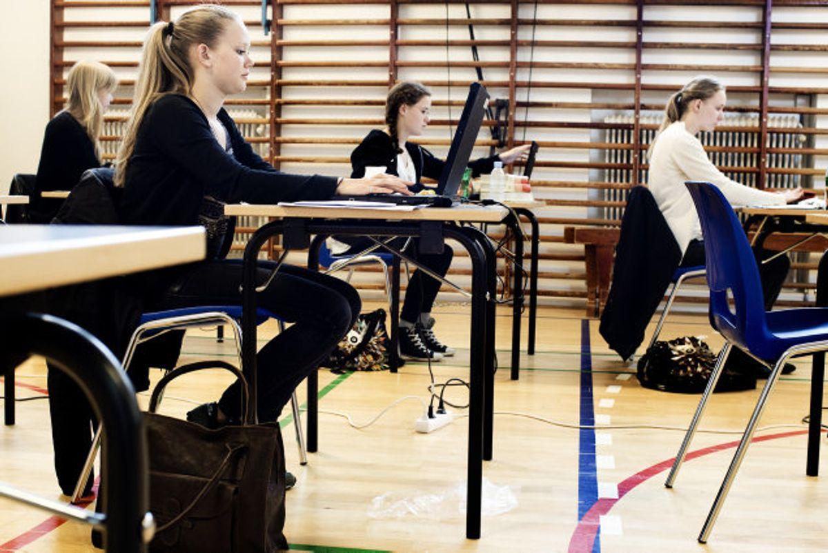 Hver fjerde elev fortryder 10. klasse, viser en ny rapport. Vær opmærksom på, at flere uddannelsesinstitutioner er på listen over steder med højest smitterisiko. KLIK VIDERE OG SE DEN FULDE LISTE. Foto: Scanpix.