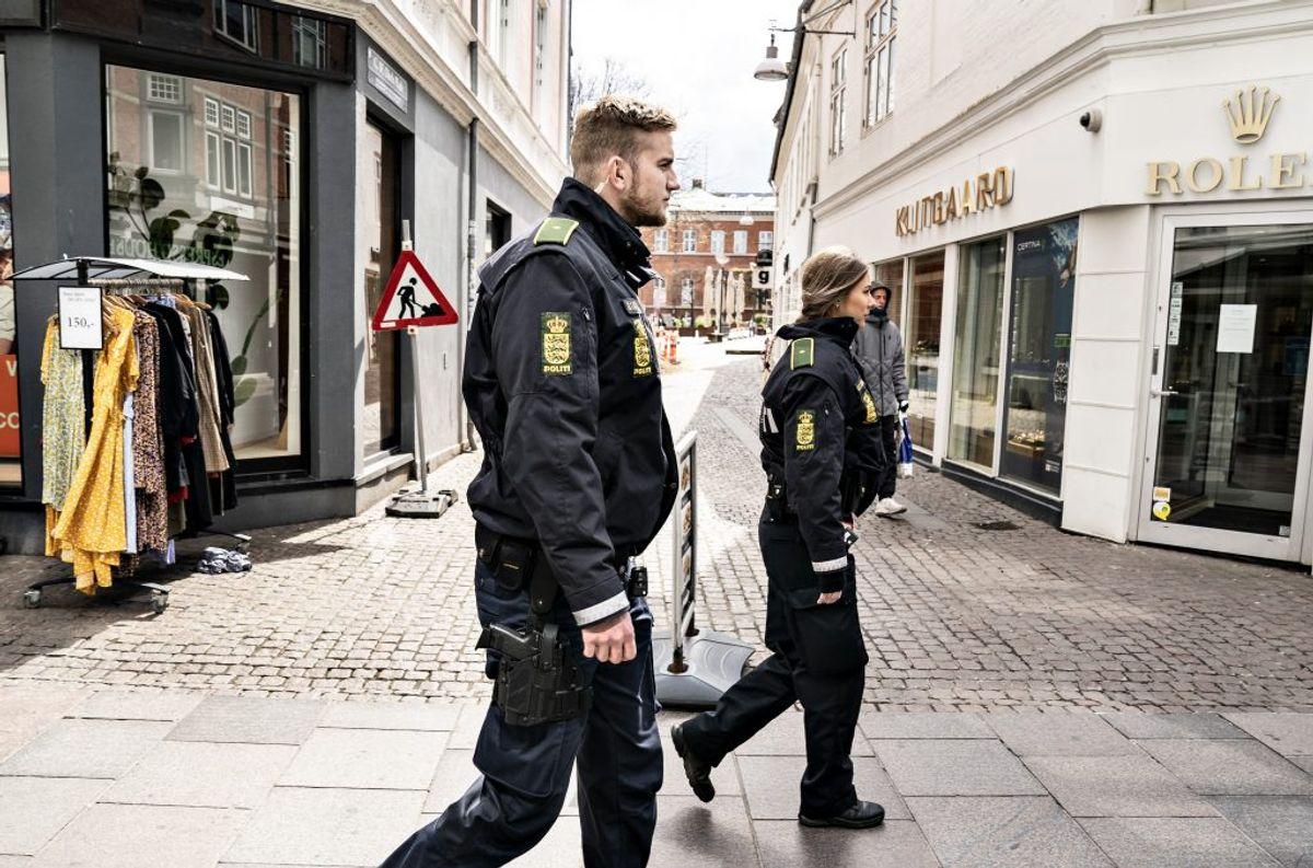 Politiet har ikke oplevet problemer med afstandskravene ved genåbningen af restauranter og cafeer mandag. KLIK OG SE BILLEDER FRA GENÅBNINGEN AF SPISESTEDERNE FRA FLERE STEDER I LANDET. (Foto: Henning Bagger/Ritzau Scanpix)