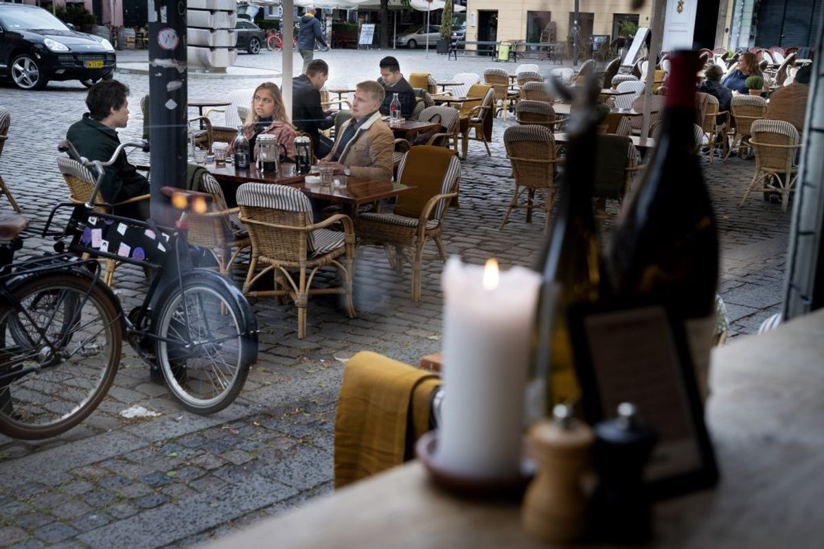 Restaurant Huks Fluks reopens at Graabroedre Square in Copenhagen Denmark monday may 18th. 2020 Restaurants, cafées and several other places opened today with restrictions such as rules concerning opening hours and physical distance. (Foto: Liselotte Sabroe/Ritzau Scanpix)