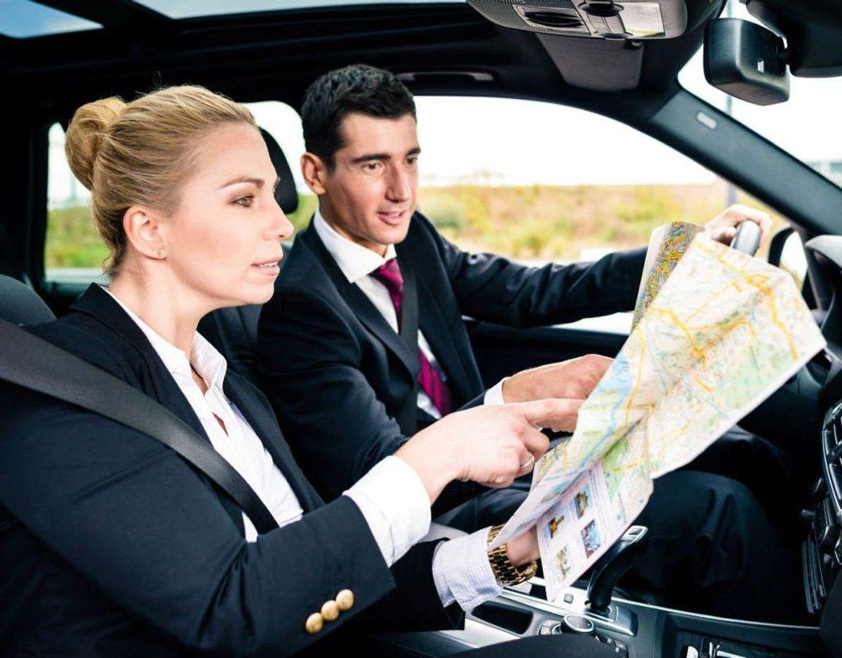 Få dine passagerer til at taste ind på GPS, skrue låget af din vand eller andet, der kunne tage din opmærksomhed væk fra trafikken. Kilde: Rigspolitiet Foto: Scanpix