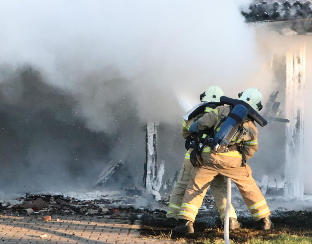 Branden blev slukket i løbet af en times tid. Foto: Presse-fotos.dk.