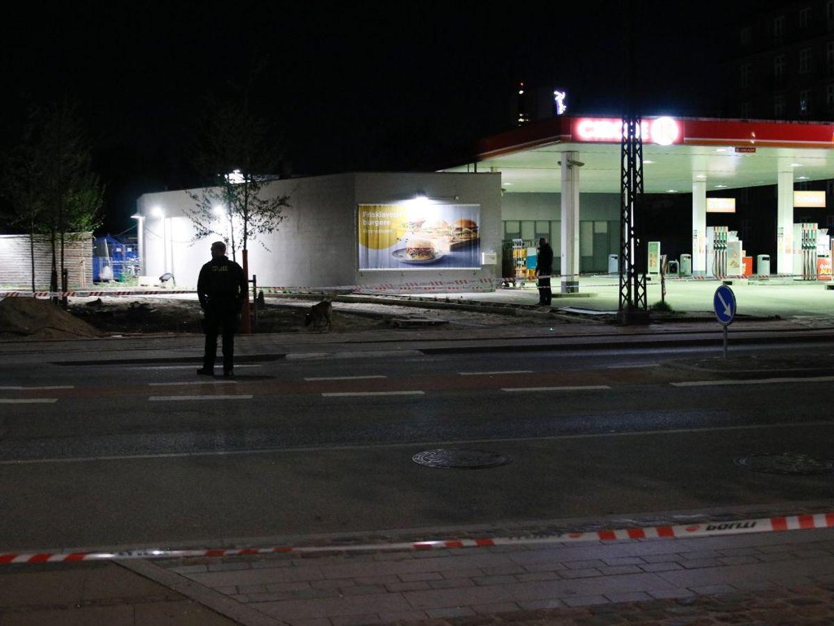 I forbindelse med efterforskningen blev et stort område spærret på Amager Fælledvej. Foto: Presse-fotos.dk