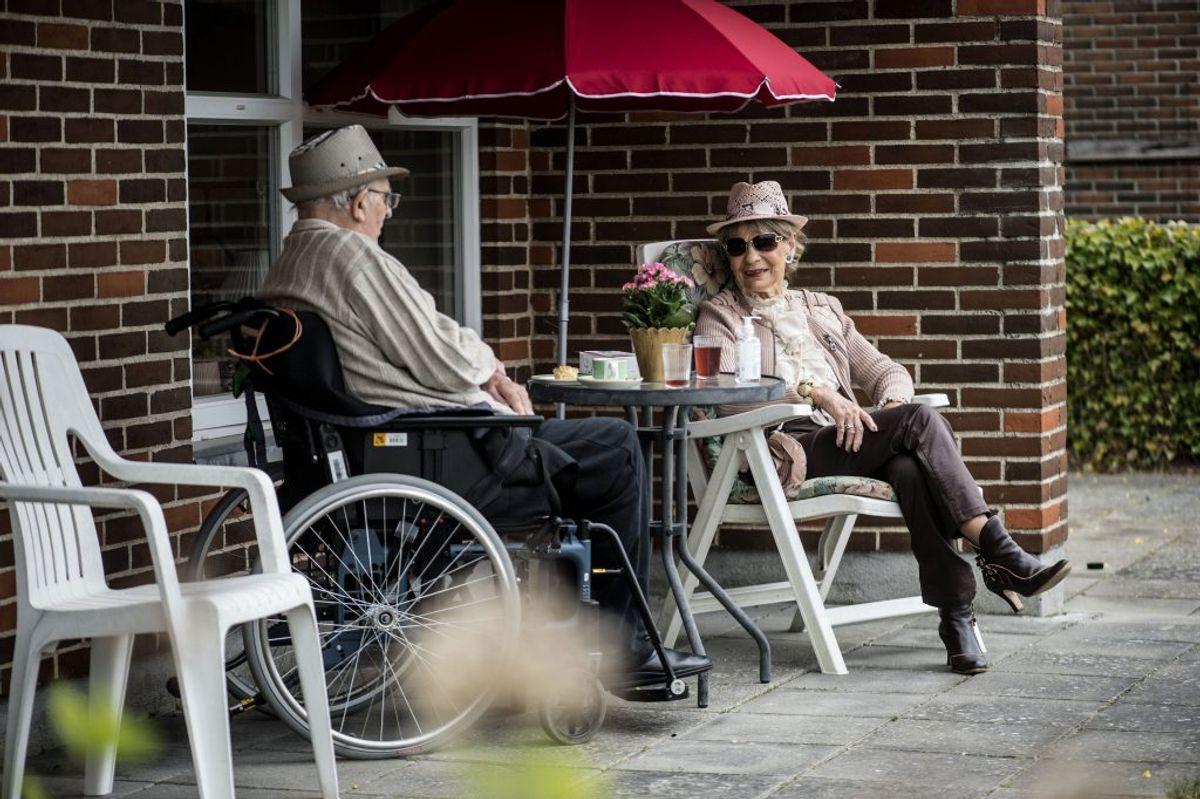 Overvej din deltagelse i sociale arrangementer og fritidsaktiviteter i forhold til smitterisiko. Bed om hjælp til at aktiviteter gennemføres på en forsvarlig måde. Kilde: Sundhedsstyrelsen. (Foto: Tim Kildeborg Jensen/Ritzau Scanpix)