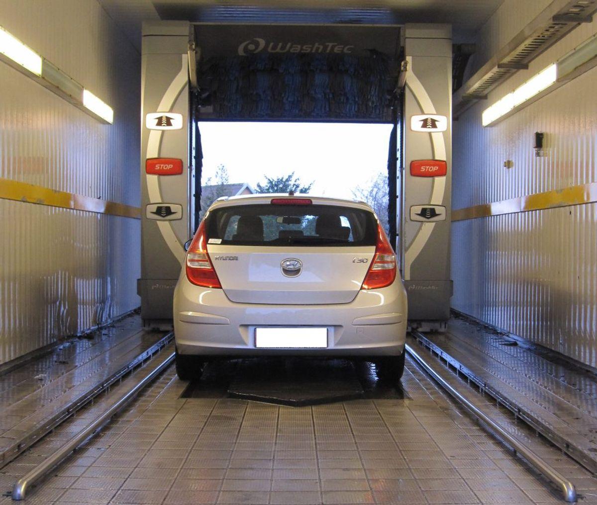 Det vil som regel være rigeligt at vaske bilen en gang om måneden. Klik videre i galleriet for flere gode råd. Foto: Colourbox.