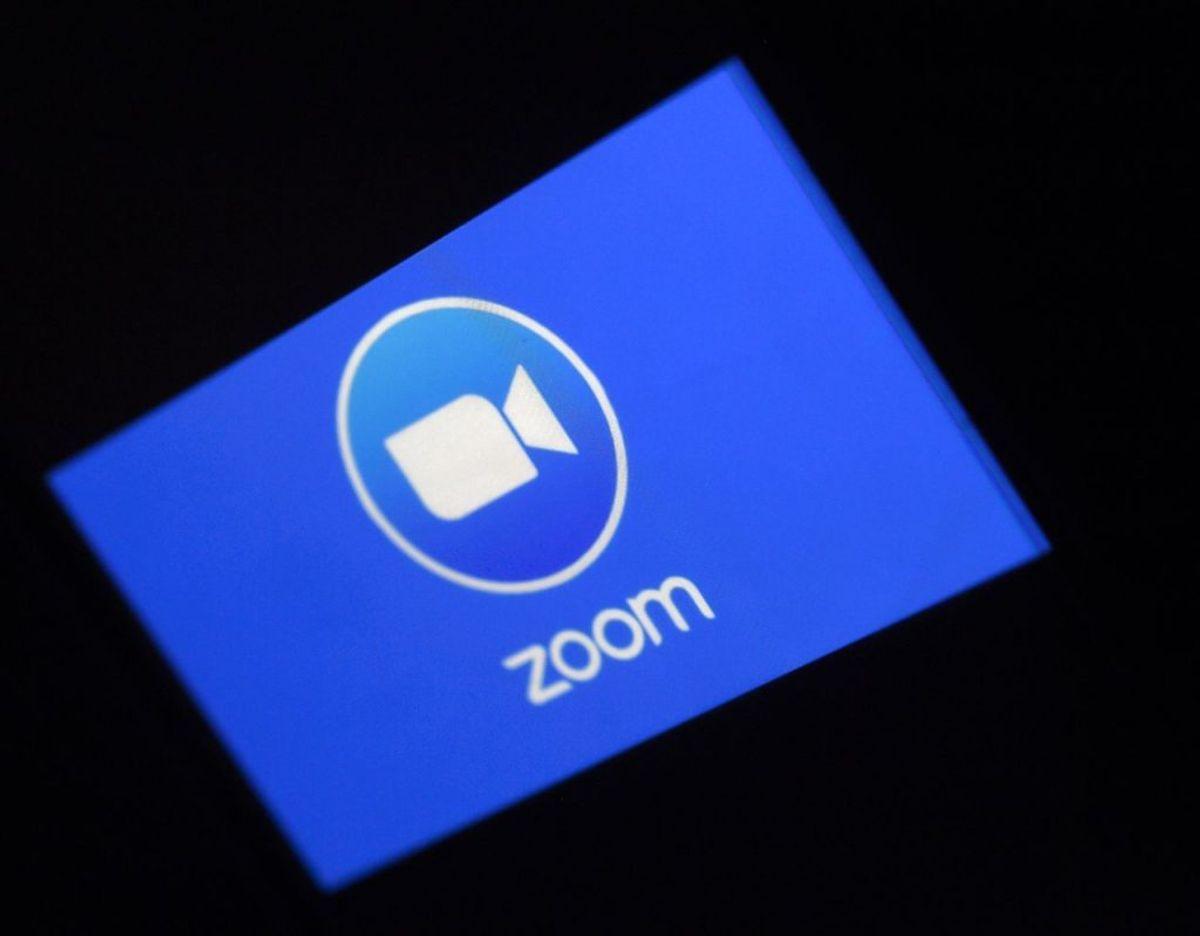 Videokonference-tjenesten Zoom har oplevet et stormløb af nye brugere og har i kølvandet fået spandevis af kritik for lemfældig omgang med it-sikkerhed. Klik videre og få dansk eksperts råd til brugen. Foto: Scanpix