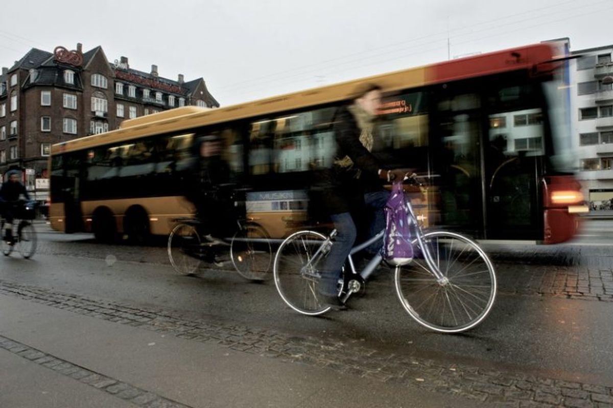 Pas ekstra godt på dine ting i tog og busser. Foto: Colourbox.
