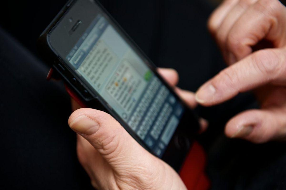 Bruger du alt for meget tid på din mobil? Så klik igennem galleriet for at få 11 tips til at skrue ned for skærmtiden.