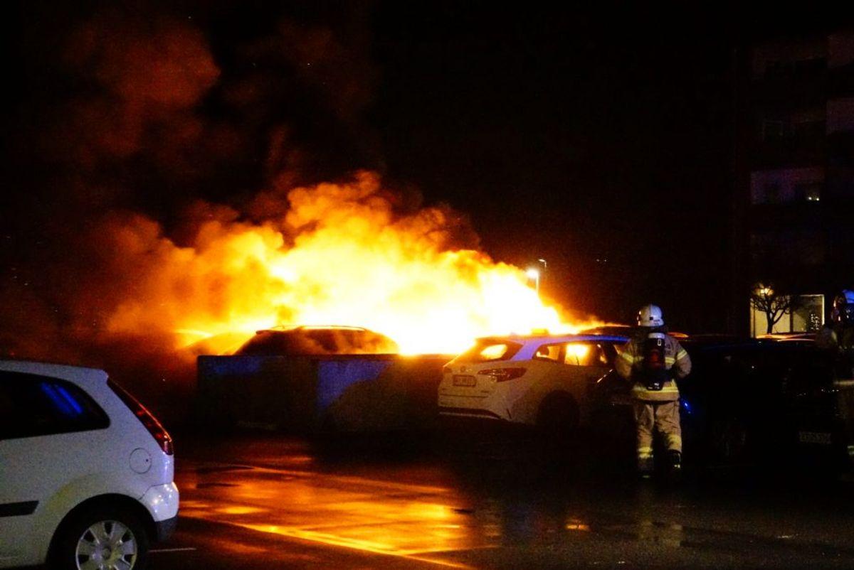 Brandvæsnet fik sit at se til. KLIK FOR FLERE BILLEDER. Foto: Presse-fotos.dk