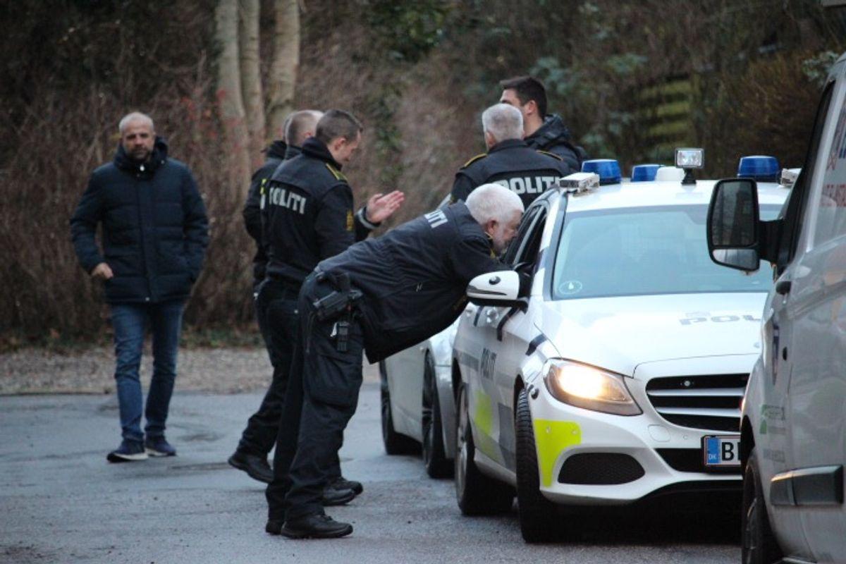 Politiet var massivt til stede ved anholdelserne. KLIK VIDERE FOR FLERE BILLEDER. Foto: Presse-fotos.dk